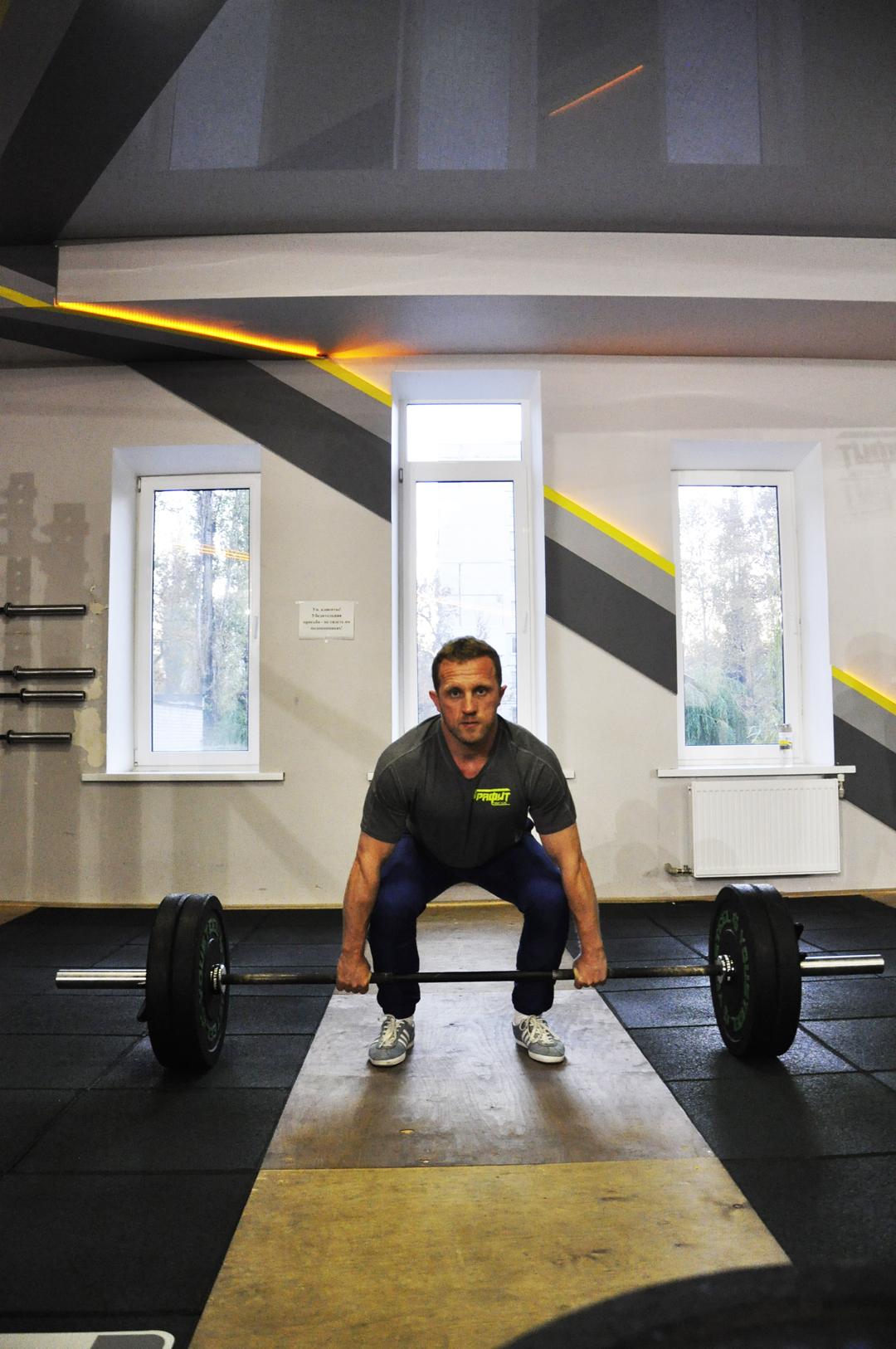 Кто еще не знаком – знакомьтесь😉Персональный тренер 3 категории, тренер по кроссфиту и детскому кроссфиту – Шаров Денис.
